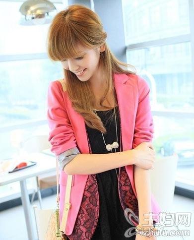 资讯生活时尚搭配小西装与连衣裙凸显优雅气质